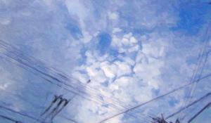 電線のある空